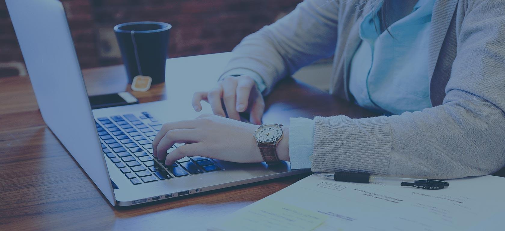 Devenir modérateur web professionnel