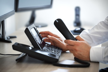 Comment savoir si les numéros de téléphone sont surtaxés ?